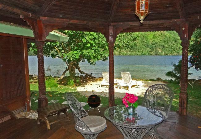 Bungalow in Papetoai - Lagoon Bougainvilla - Robinson's Cove